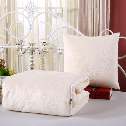 甜家美居 宝宝水晶绒多功能抱枕被 压花米白色