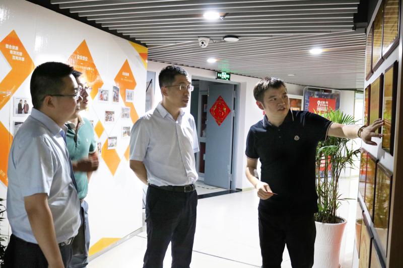 南通市中央創新區建設投資有限公司領導一行蒞臨91家紡網考察指