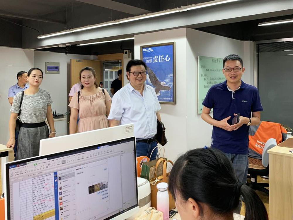 陜西省漢中市佛坪縣領導一行蒞臨91家紡網參觀指導