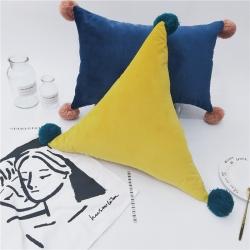 纯色素色抱枕手工毛球北欧风ins小清新靠垫腰枕沙发装饰抱枕