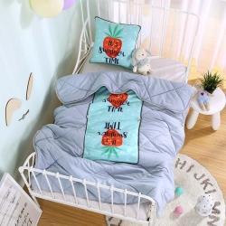 憶家抱枕被 磨毛3D水洗棉絎縫包邊抱枕被 字母草莓