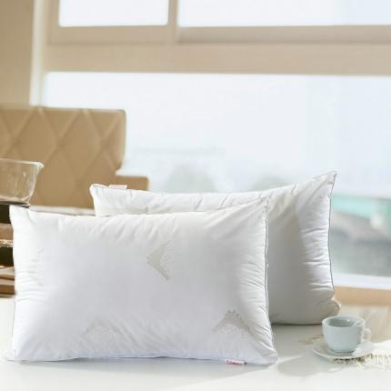 艾丽丝枕芯 全棉立体白边抗菌羽丝绒