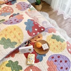 朵朵新2021牛奶绒乳胶保暖垫子三件套法莱绒床褥子床盖草莓派
