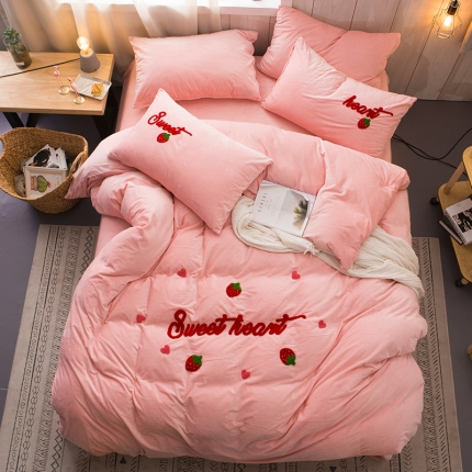 悦享家纺 水晶绒毛巾绣四件套 甜蜜草莓