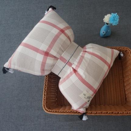 初舍家纺 水洗棉蝴蝶结抱枕靠垫枕  英伦红