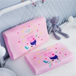 萌宝家纺 2018冬季宝宝绒儿童卡通乳胶枕猪弟弟