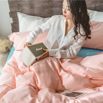 原研家居2018新款60S长绒棉素色双拼四件套模特图双拼粉蓝