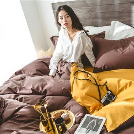原研家居2018新款60S长绒棉素色双拼四件套模特图双拼咖槟