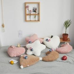 (总)希诺家居 2019新款草莓之恋工艺设计款兔兔绒抱枕