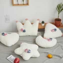 希諾家居 2019新款草莓之戀工藝設計款兔兔絨抱枕 牛奶白