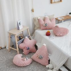 希諾家居 2019新款草莓之戀工藝設計款兔兔絨抱枕 胭脂粉