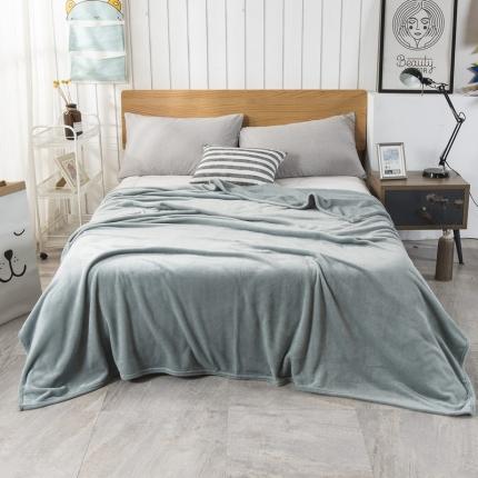 素素纺织2019新款马卡龙色珊瑚绒升级单层法兰绒毛毯 烟雾兰