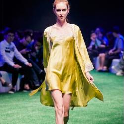 茵围 进口丝绸绉花缎系列女神蕾丝两件套芥末绿