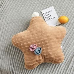 希诺家居2019新款草莓之恋工艺设计款兔兔绒抱枕焦糖咖五角星